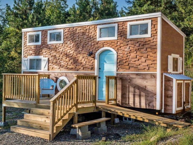 tiny-house-hotel-exterior-cl-0418-1520616397